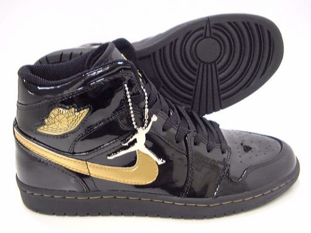 Jordan 1 Retro Black Metallic Gold Shoes
